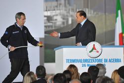 Berlusconi inaugura con Bertolaso l'inceneritore di Acerra