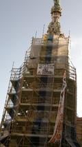 Striscione pro referendum sull'obelisco di piazza del Gesù