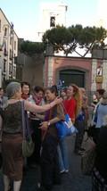 Felicetta Parisi ed altri attivisti per l'acqua pubblica; in secondo piano Alex Zanotelli