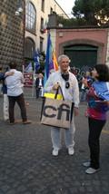 Ermete Ferraro del Comitato Pace e Disarmo della Campania in tuta antinuclearista