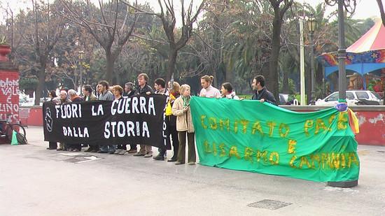 Striscioni delle Donne in Nero e del Comitato Pace, Disarmo e Smilitarizzazione del Territorio - Campania