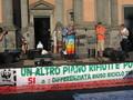 Manifestazione in Piazza Dante: Padre Alex Zanotelli parla dal palco