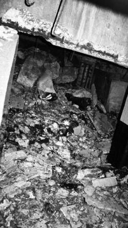 Residui di materiali edili e ferrosi nascosti sotto la colmata a mare