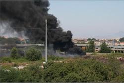 L'«inceneritore» dei rom a Scampia