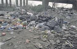 Montagne di spazzatura a Casaluce e Frignano