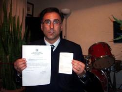 Gennaro Esposito mostra analisi e tessera elettorale