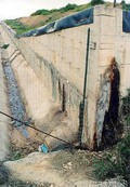 Il percolato finisce nella canaletta di raccolta delle acque piovane