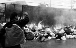 Roghi di spazzatura a Napoli