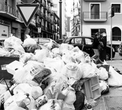 Un cumulo di rifiuti in città
