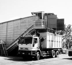 Un'immagine della stazione di trasferenza di Flumeri dove vengono trattati i rifiuti