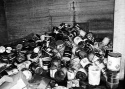Tra i rifiuti ritrovati anche tantissimi fusti contenenti liquidi di ogni tipo, nocivi e pericolosi. E ieri mattina insieme alle Fiamme Gialle c'erano anche gli addetti dell'Arpac che hanno avviato un monitoraggio per i danni provocati all'ambiente.