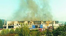 Incendio capannone rifiuti