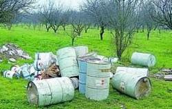 Maddaloni: fusti tossici abbandonati nella campagne