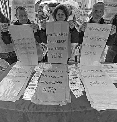 I disoccupati del progetto Bros, autori nei giorni scorsi di clamorose proteste, hanno lanciato ieri un'iniziativa: l'avvio della raccolta differenziata autogestita dei rifiuti in pieno centro.
