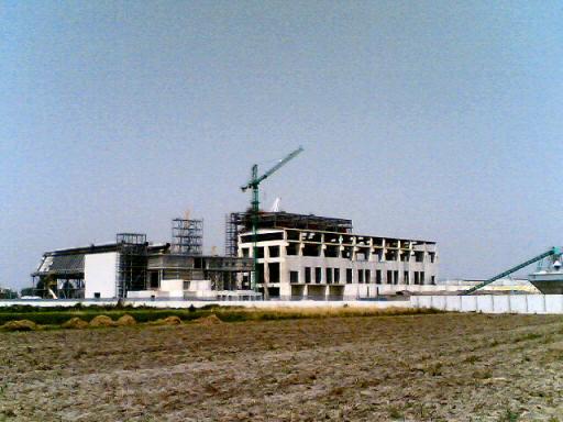 L'ecomostro: il termovalorizzatore di Acerra in costruzione