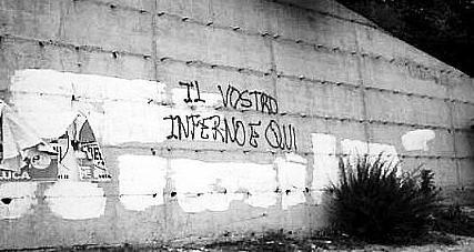 Una delle scritte contro il generale Giannini apparse sui muri di Ariano